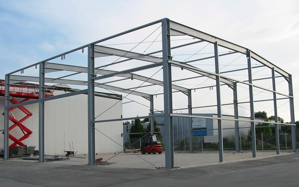 Stahlbau hallenkonstruktion
